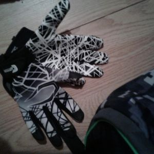 Easton Other - Easton baseball bag and gloves